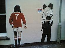 Banksy_Kissing_Policemen