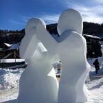 Sculpture sur neige couple valloire
