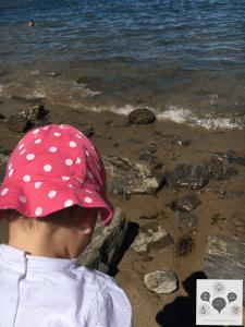 bébé face à la mer